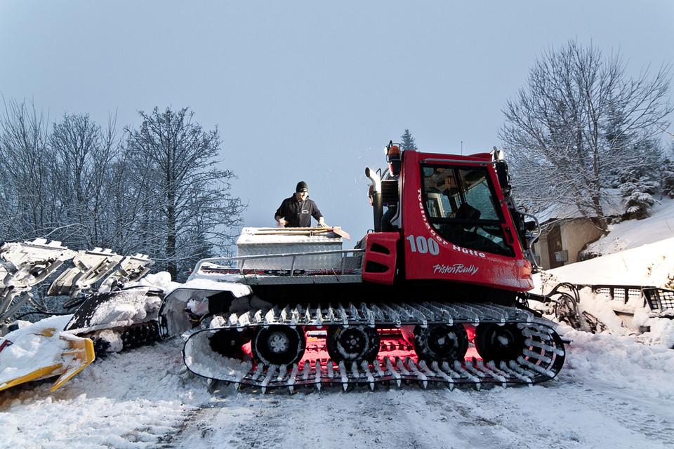 Schaufel, Schneeschippe, Motorsäge: Conny hat alles dabei!