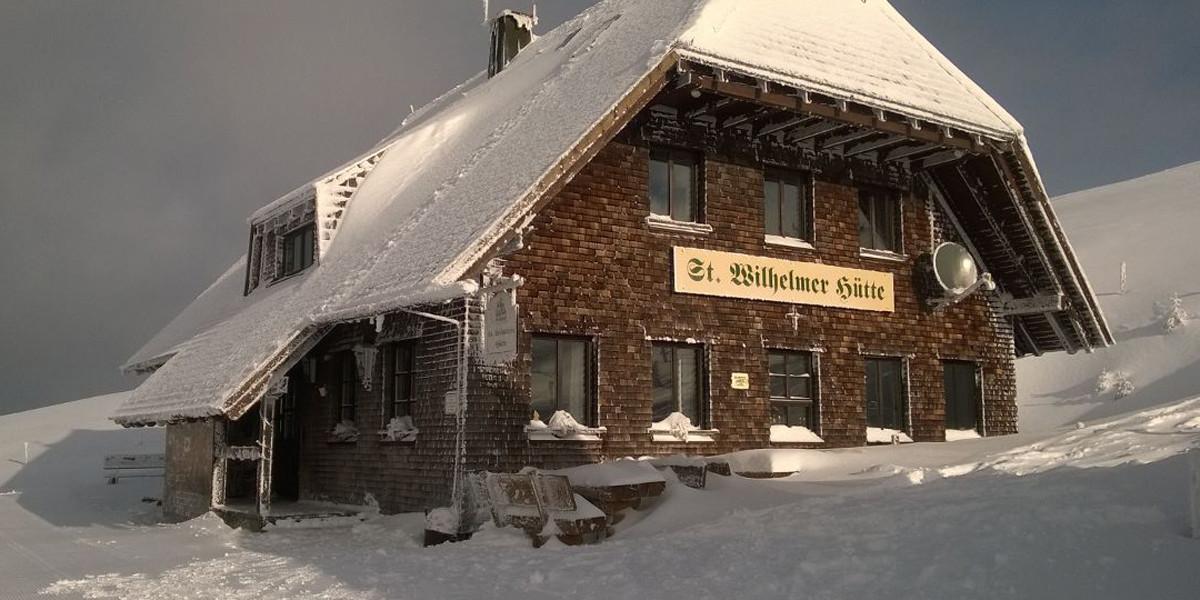 Die St. Wilhelmer-Hütte ist die höchstgelegene bewirtschaftete Almhütte in Baden-Württemberg und liegt auf etwa über 1423 Metern Höhe am Westhang des Feldbergs.