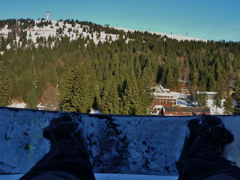 Board anschnallen und ab den Berg runter!