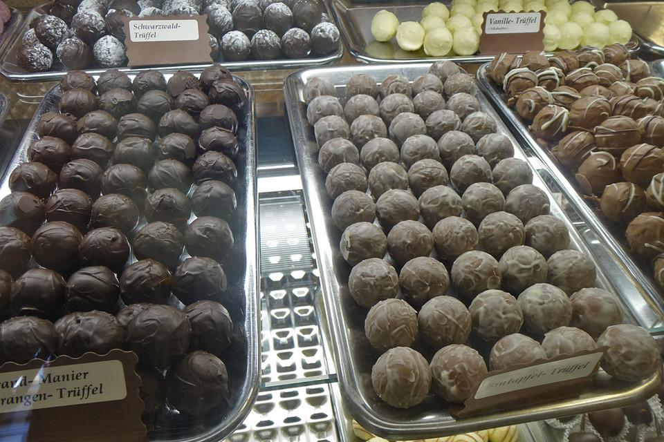 """Das, was Lisa Rudiger mit Schokolade an- und herstellt, ist Handwerk im wahrsten Sinne des Wortes. """"Jede Praline wird fünfmal in die Hand genommen""""."""