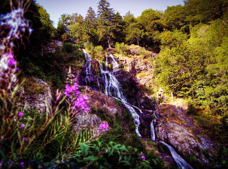 Traumhafter Blick auf die Wasserfälle in Menzenschand