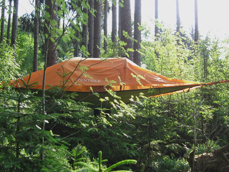 In unserer auf etwa zwei Metern Höhe angebrachte Schlafstätte und schliefen wir wie auf Wolken.