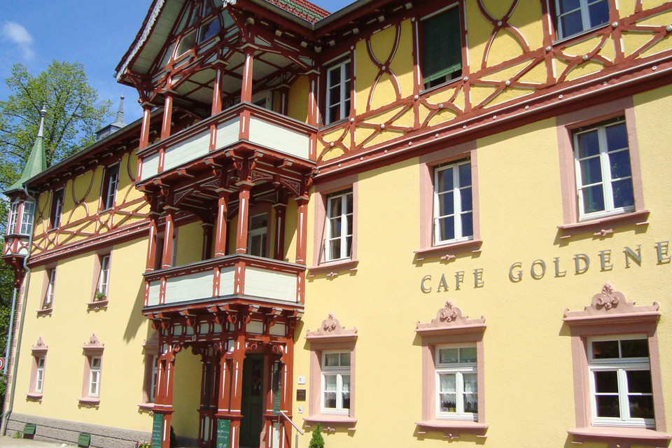 """Ein Schmuckstück im Dorf: die """"Goldene Krone"""" im Ortskern."""