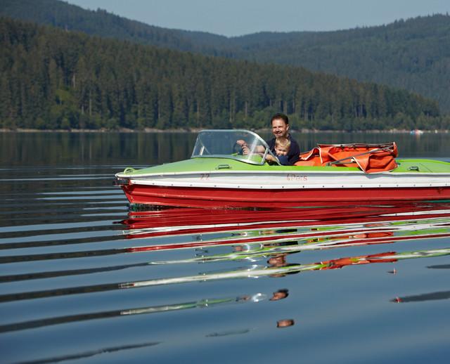 Frische Luft und ganz viel Paddeln sind beim Tretboot fahren die essenziellen Dinge.