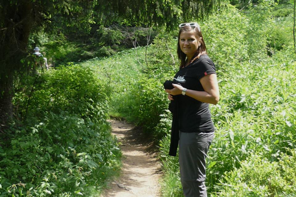 Miriam ist bei Hochschwarzwald Tourismus für alles rund um Personal und Finanzen zuständig. Die gebürtige Schwäbin hat während Ihres BWL-Studiums, welches Sie in Gegenbach und Freiberg/Sachsen absolvierte, auch einige Zeit in den USA und China verbracht und dort Ihre Erfahrungen gesammelt. In ihrer badischen Wahlheimat Freiburg fühlt Sie sich sehr wohl und genießt des Öfteren mit Freund und Familie die landschaftlichen und kulinarischen Besonderheiten des Hochschwarzwalds in vollen Zügen.