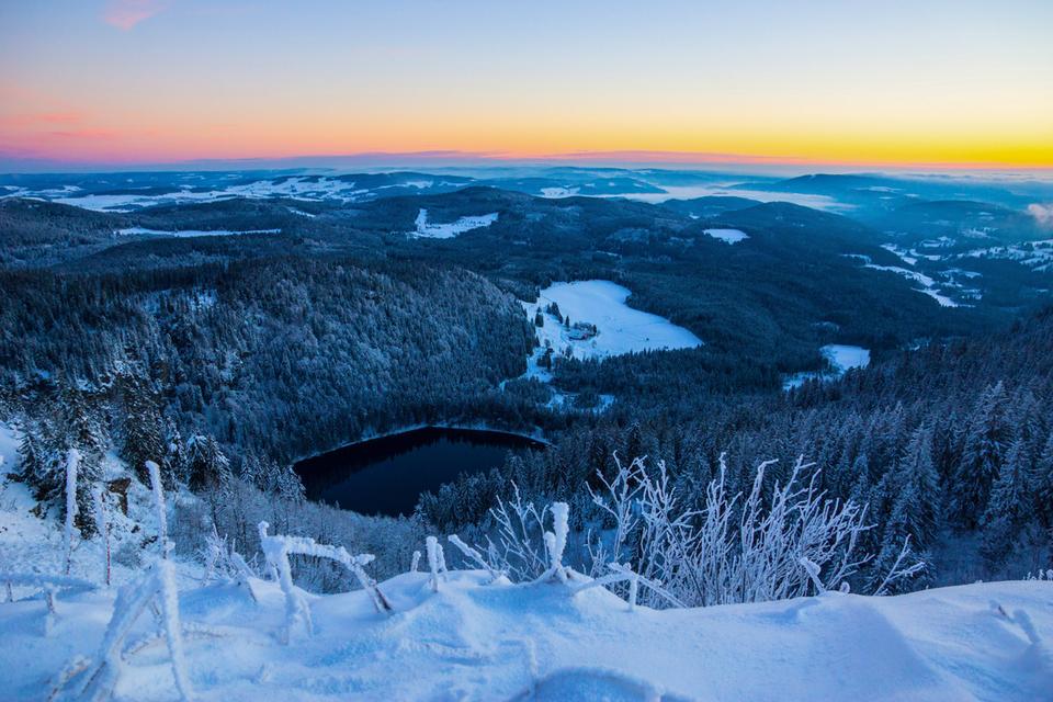 Blick auf den Feldsee im Winter.png