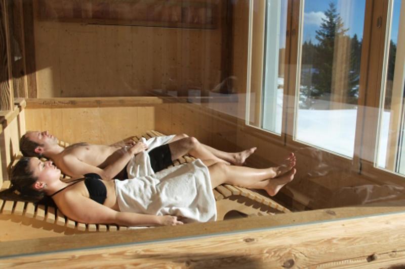 Am Ende der Loipe wartet die heiße Saune im Waldhotel am Notschreipass