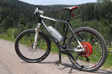 Mit dem E-Mountainbike unterwegs auf dem Seenradweg Hochschwarzwald