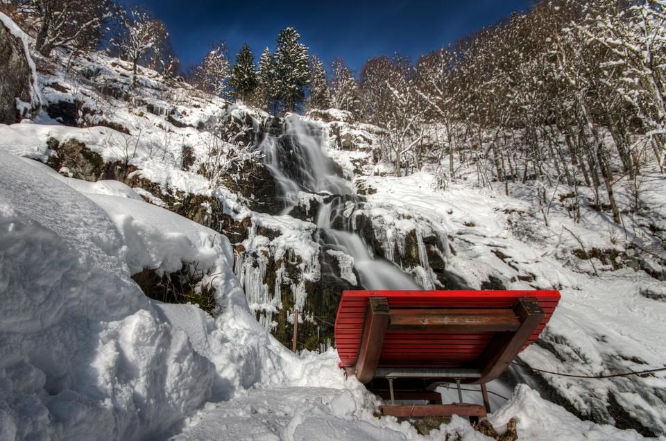 Auch im Winter ist der teils vereiste Todtnauer Wasserfall eine Attraktion