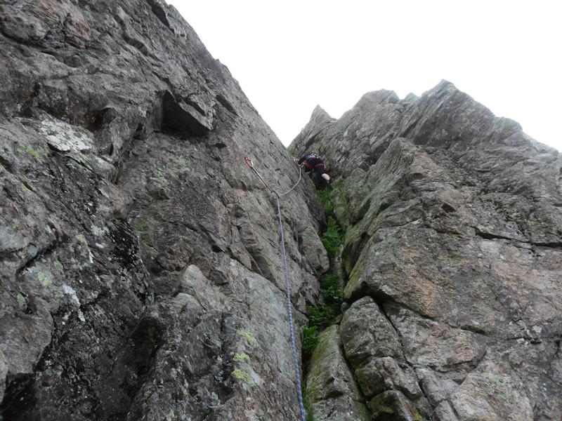 """Der Kandelfelsen bietet genügend Platz für die zahlreichen """"Kletteraffen""""."""