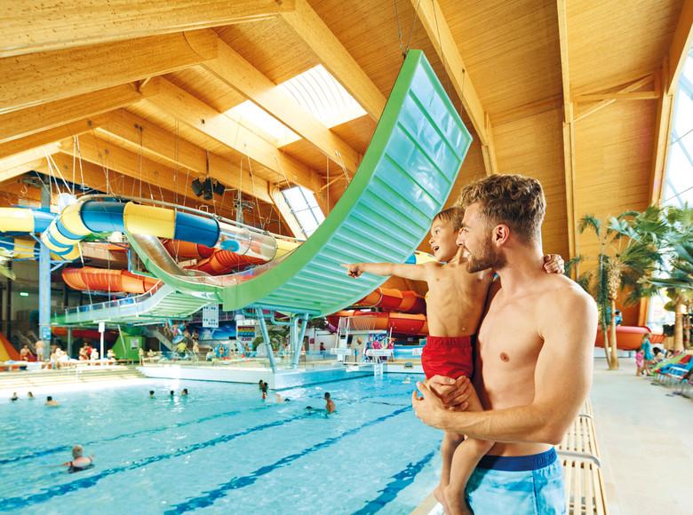 Vater und Sohn im Badeparadies Schwarzwald