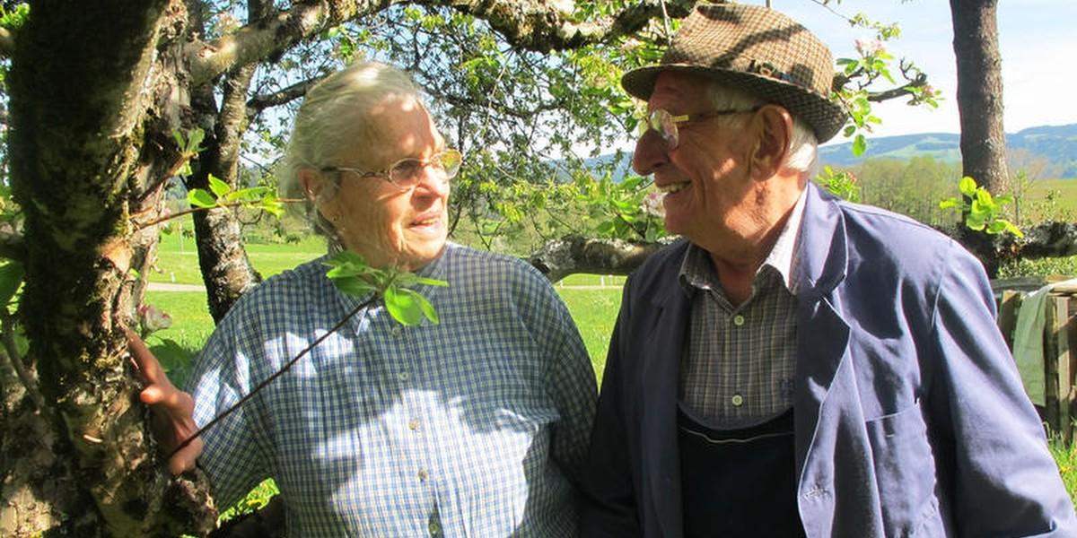 Seiner Sense hält er seit 50 Jahren die Treue. Nur mit seiner Frau Maria verbindet ihn eine noch längere Beziehung.