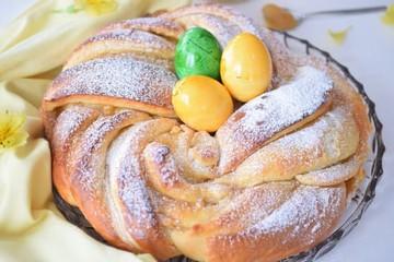 Osterkranz mit Lemon Curd