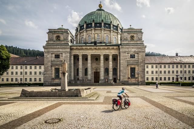 Kurzer halt am Dom St. Blasien im Hochschwarzwald.