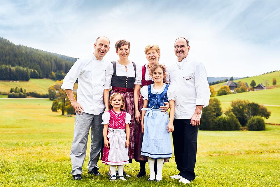 hinten: Thomas und Yvonne Eiche, Ursula und Gerhard Wehrle (von links), vorne: Lene und Hannah Eiche (von links)