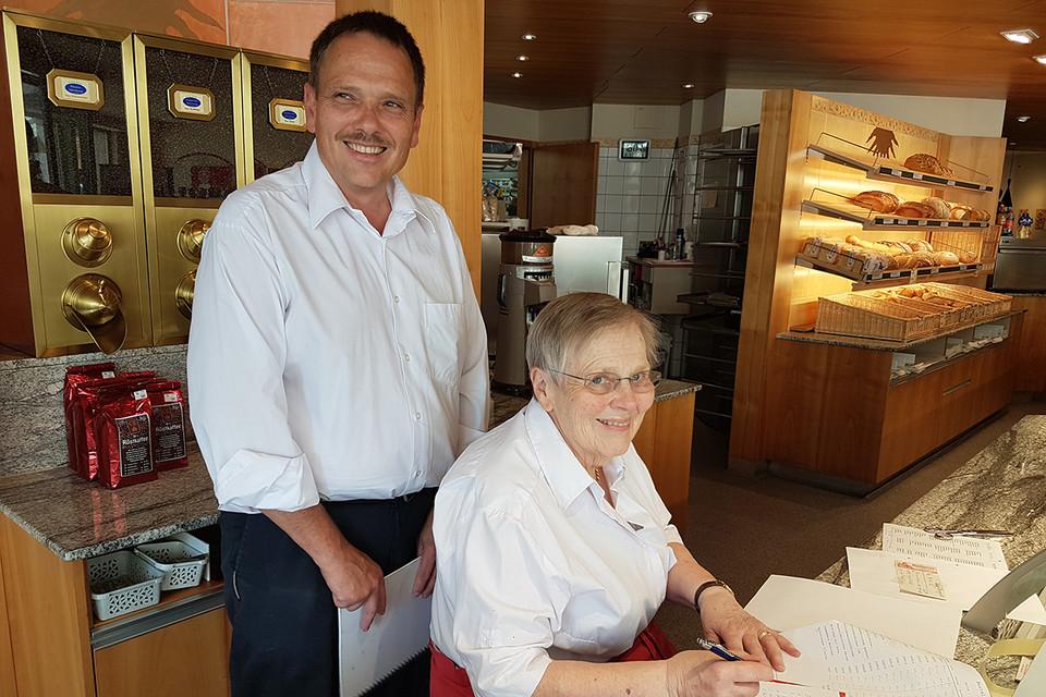 Viktoria Huber und Sohn Clemens würden sich freuen, wenn auch die nächste Generation das Café weiterführt