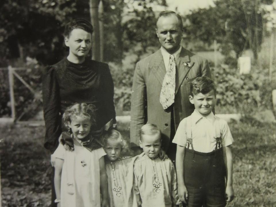 Georg Weis (r.o.) mit seiner Familie. Er gründete im Jahr 1924 im Alter von 22 Jahren die Elztalbrennerei in Gutach, die heute noch im Familienbesitz ist.