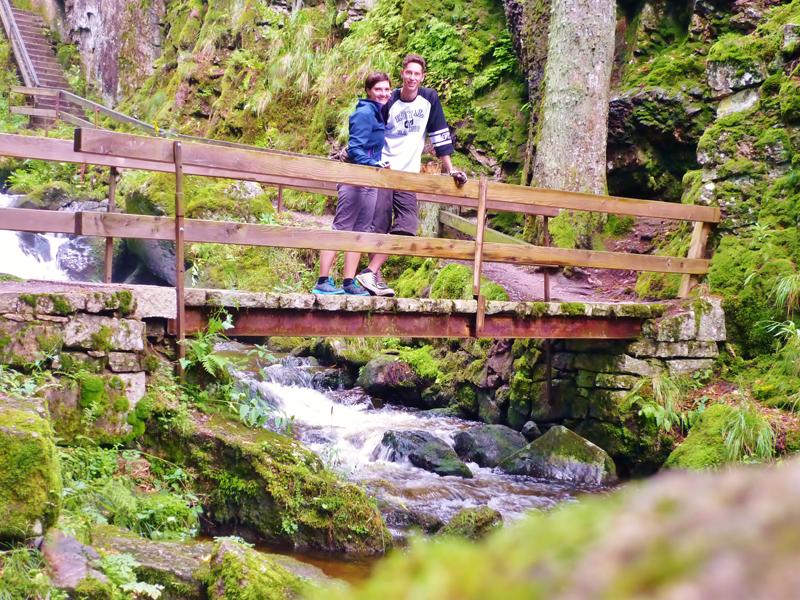 Der Weg führt uns durch den schönen Ort Menzenschwand und direkt zu den Wasserfällen.