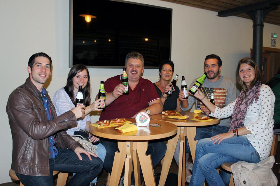 In der Zäpflebar warten Bretzeln und Rothaus Bier auf die hungrigen und durstigen Gäste.