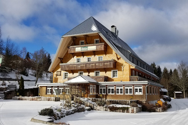 Seit 1910 ist der Adler Beherbergungsstätte für Radler, Wanderer und Wintersportler und somit fester Bestandteil des Tourismus im Hochschwarzwald.