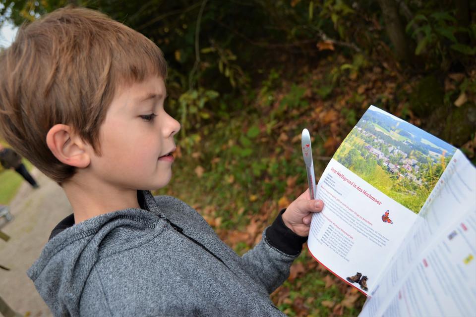 Mit GPS-Gerät, Taschenrechner, Fragebogen, Stift und Papier bewappnet, geht es auf Schatzsuche.