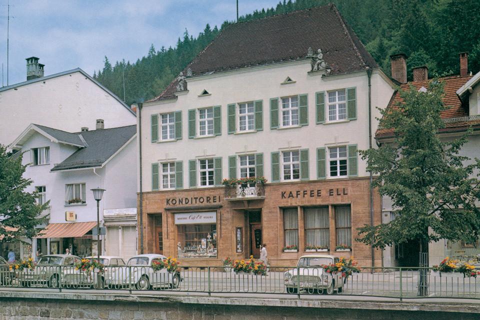 Im Café Ell können Besucher die hausgemachte Schwarzwälder Kirschtorte probieren