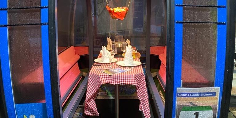 Eine Kabine dekoriert wie bei der Veranstaltung Gondelfondue.