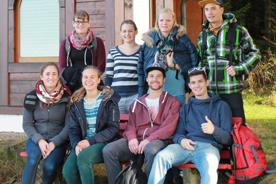 Nadine ist im nördlichen Schwarzwald in einem kleinen Dorf nahe Karlsruhe aufgewachsen. Für ihre Ausbildung ist sie 2011 nach Freiburg gezogen und fühlt sich dort pudelwohl. Schnell hat sie die wunderschöne Landschaft im Hochschwarzwald kennen und schätzen gelernt und genießt am liebsten die Idylle am Feldsee. Nadine ist eine unserer Studenten und besucht die Duale Hochschule in Lörrach. In ihrer Freizeit bereist sie am liebsten andere Länder und im Winter darf der Snowboard-Urlaub nicht fehlen!