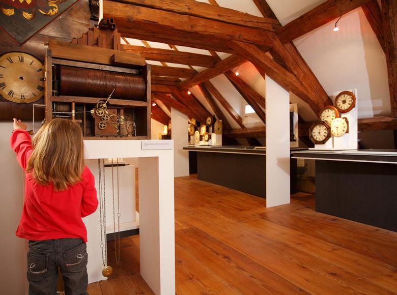 Das Museum beherbergt eine eine große Anzahl an Ausstellungsstücken zur Landschafts-, Kunst- und Uhrengeschichte in und um Sankt Märgen.