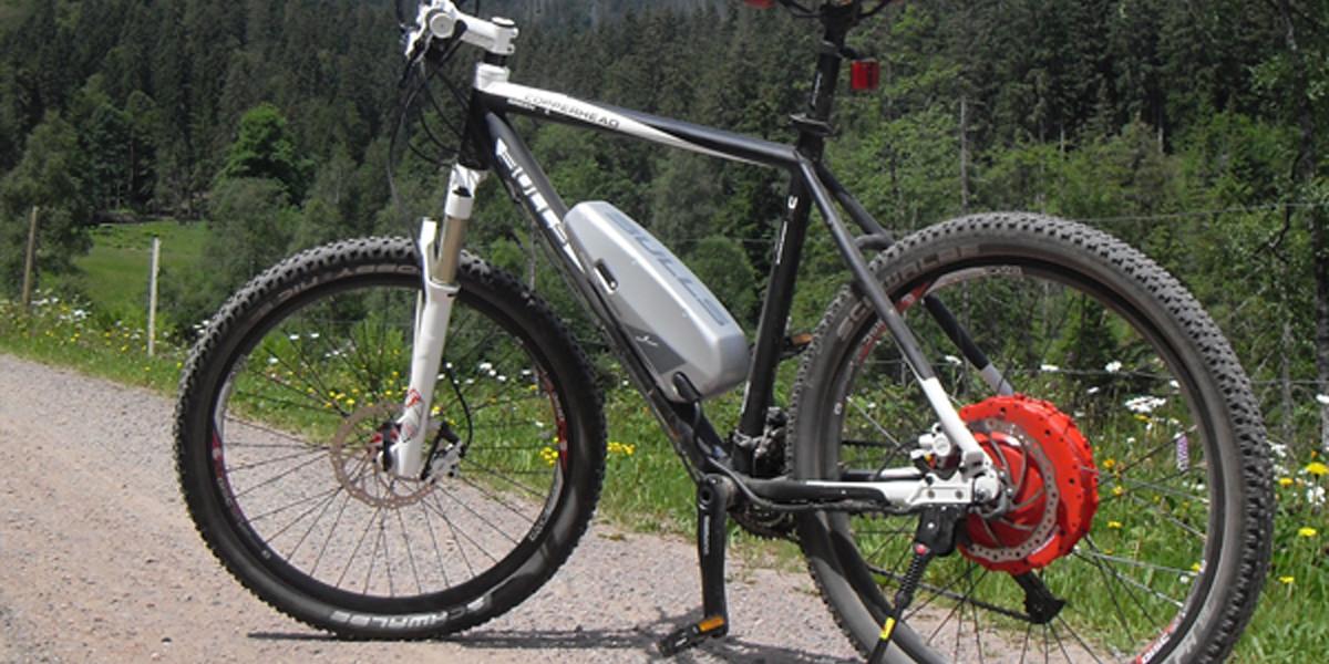Mit dem E-Mountainbike geht es locker flockig von See zu See.