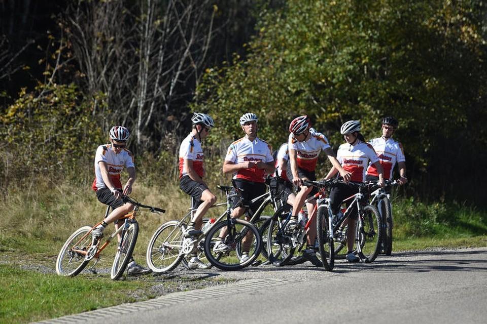 """Patrik widmet sich einem Sport, für den der Schwarzwald """"beschtens"""" geeignet ist, dem Mountainbike-Radsport."""
