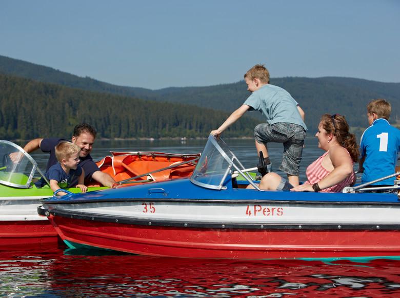 Familienausflug mit Tretbooten am Schluchsee