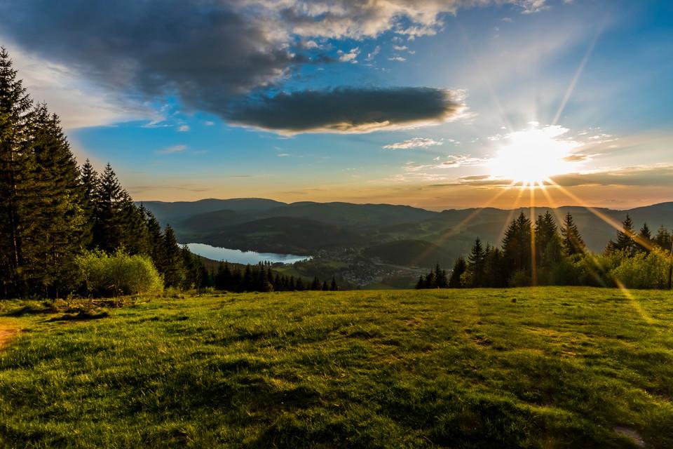 Hochschwarzwälder Sonnenplätze Blick vom Hochfirst zum Titisee