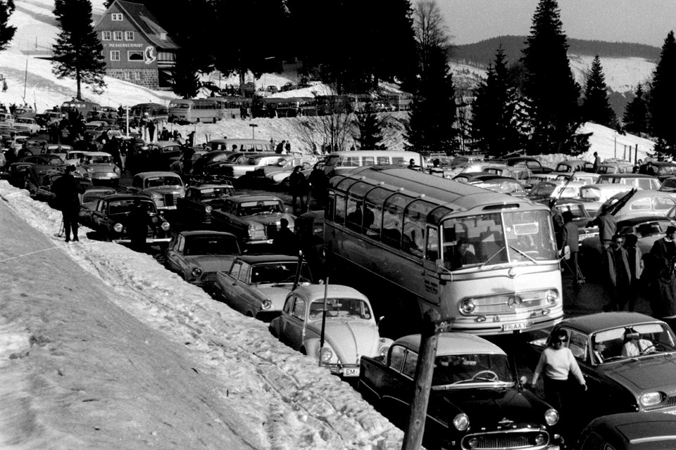 Die Schlange der parkenden Autos reicht kilometerweit bis nach Fahl und Bärental.