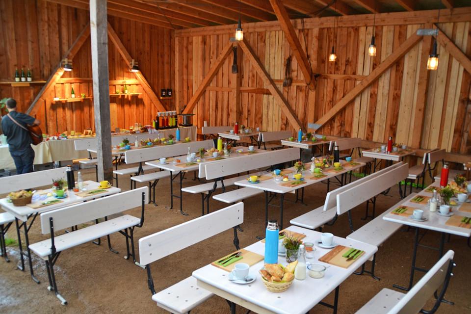 Die Tills richten Erlebnisfrühstücke auf dem Bauerhof aus und sind mit ihrer mobilen Hofküche auf Wintermärkten anzutreffen.