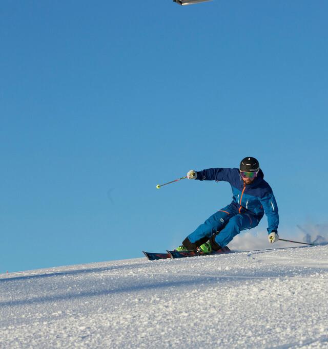 Rasanter Skifahrer am Feldberg