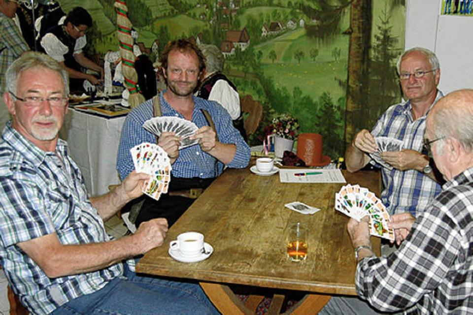 Der Schauspieler und Kabarettist Martin Wangler ist nicht nur ein Liebhaber des alten Kartenspiels, er engagiert sich auch für dessen Wiederbelebung im Schwarzwald.