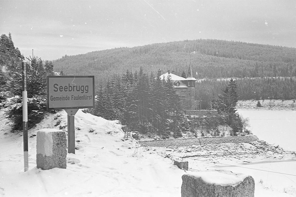 In den harten Wintern zu früheren Zeiten kam es nicht selten vor, dass die Mitarbeiter der Bahn ihre Nächte im Bahnhofsgebäude verbrachten - auch zu Weihnachten oder Silvester.