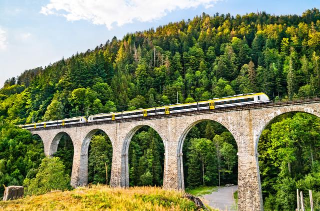 Ravennaschlucht mit Zug