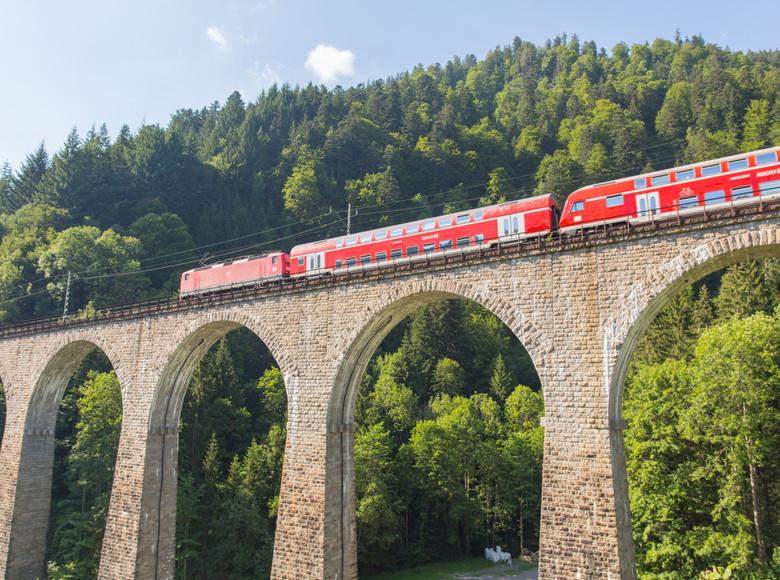 Zug über der Ravennaschlucht