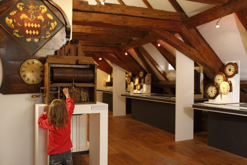 Kind im Klostermuseum in St. Märgen
