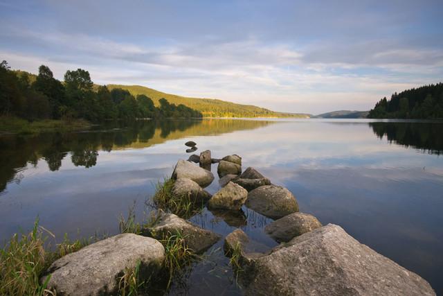 Steine am Ufer vom Schluchsee