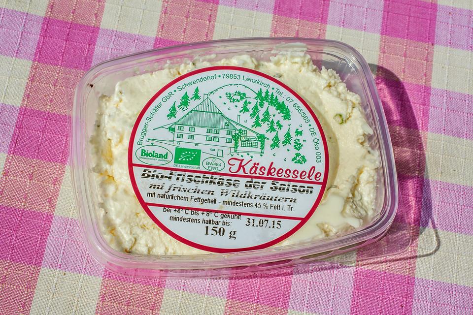Zum Glück konnten wir den leckeren Hartkäse und unvergleichlich cremigen Frischkäse vom Schwendehof in der Kartoffelkiste in St. Märgen kaufen.