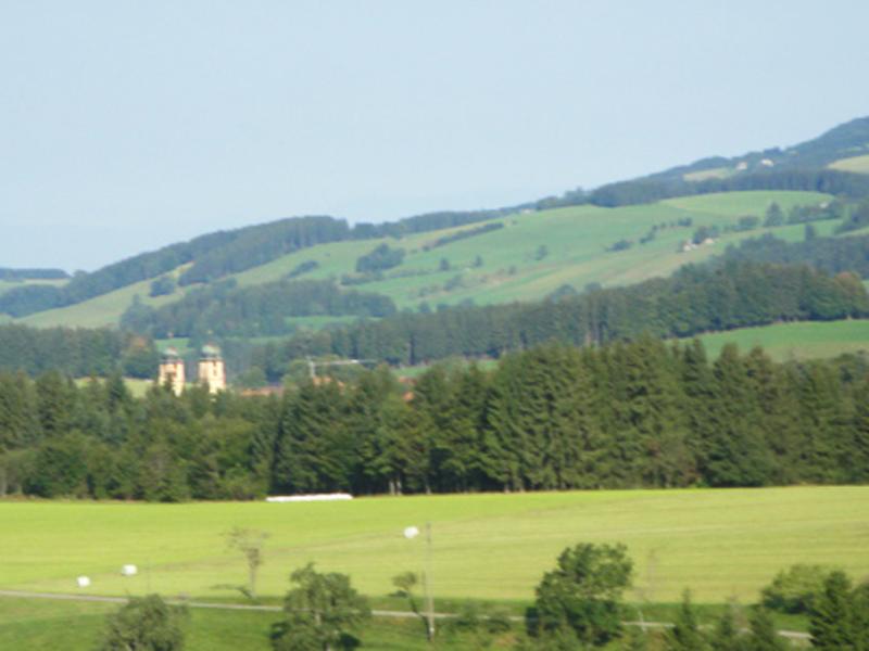 Auch auf die Klostertürme von St. Märgen hat man eine super Aussicht.