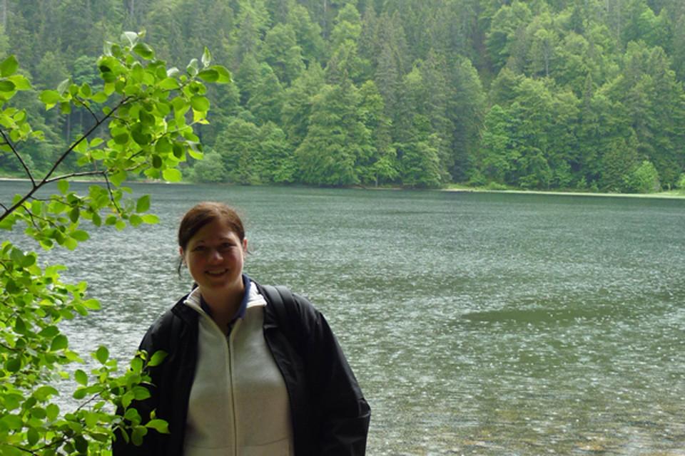 Birgit hat ihre Ausbildung und Studium in der Hotellerie absolviert. Nach verschiedenen Auslandsaufenthalten ist sie gern nach Deutschland zurückgekommen. Bei der Hochschwarzwald Tourismus GmbH arbeitet Sie im Bereich Ticketing/Veranstaltungen und Gruppenanfragen. Die Arbeit im Hochschwarzwald macht ihr deshalb besonderen Spaß, weil sie als Naturliebhaberin ihre Arbeit mit ihrem Hobby verbinden kann.