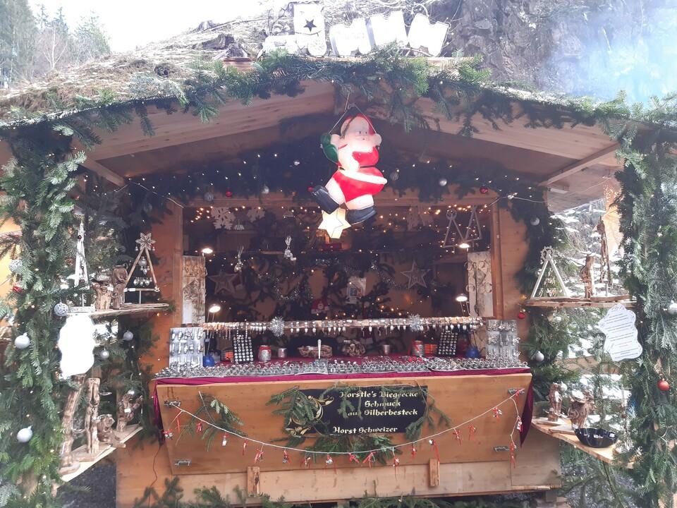 Stand beim Weihnachtsmarkt in der Ravennaschlucht