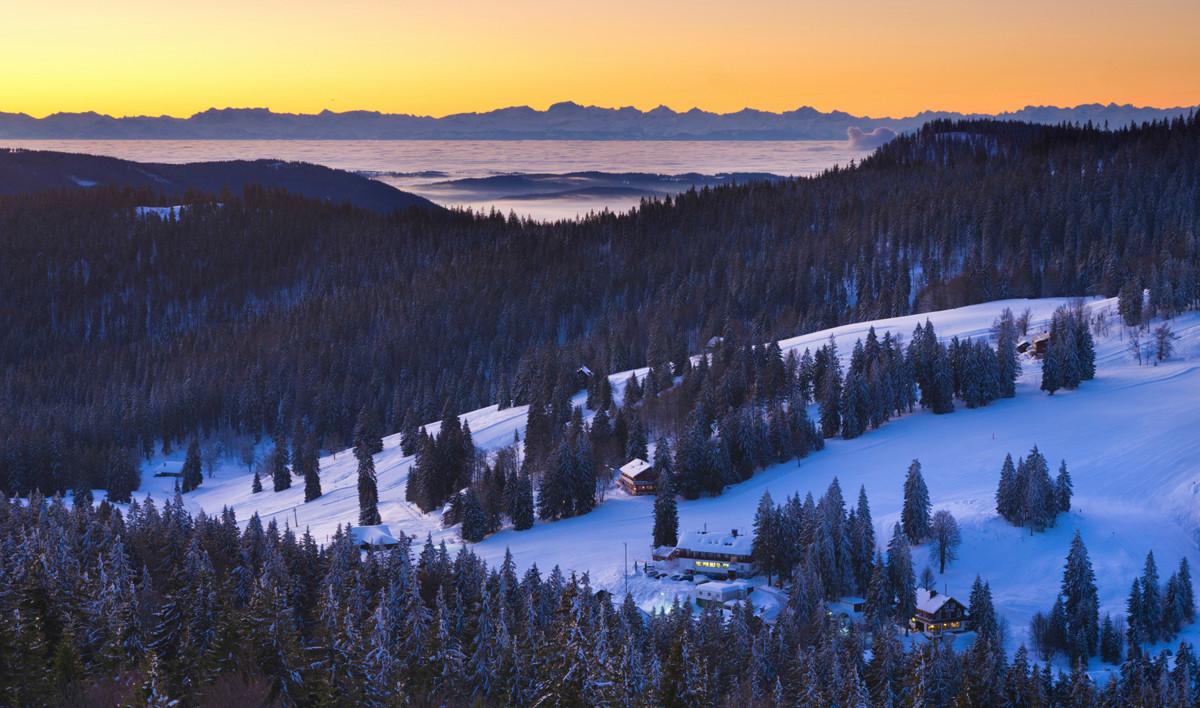 Mit Glück gibt es beim Ski fahren eine atemberaubende Alpensicht.