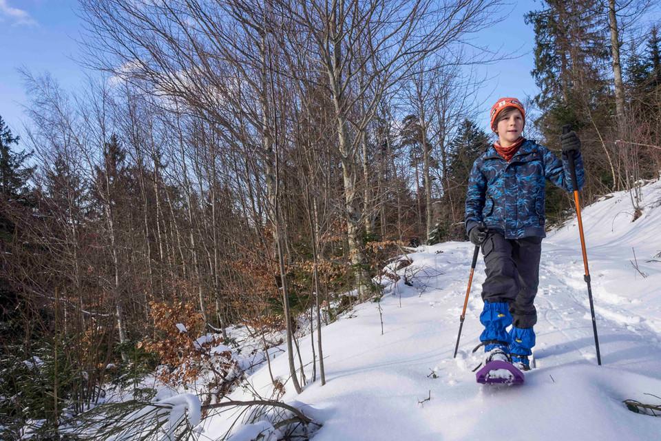 Eine Schneeschuh-Tour bringt frische Luft und Glücksmomente.