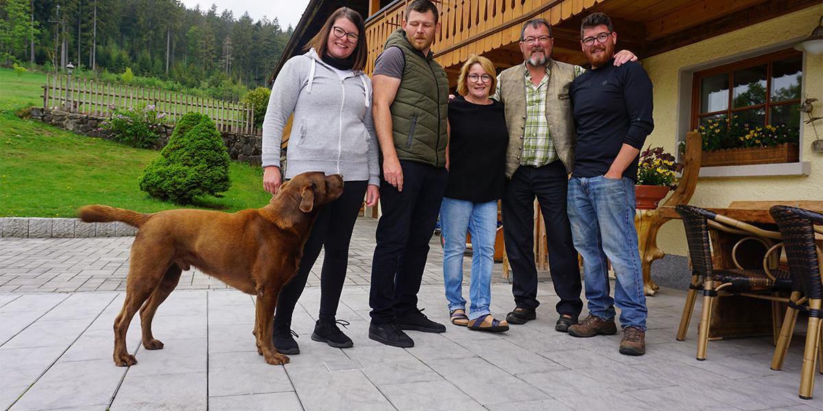 Die gesamte Familie Steiert, ausgenommen vom jüngsten Sohn Adrian, betreibt den Engel gemeinsam.