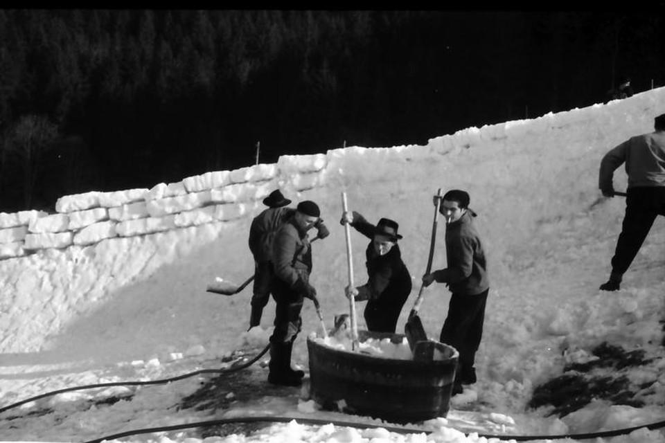 """""""Wir haben Wasser in einen Holzbottich geleitet, das mit Schnee vermischt wurde"""", berichtet einer der Bobbahn-Veteranen."""